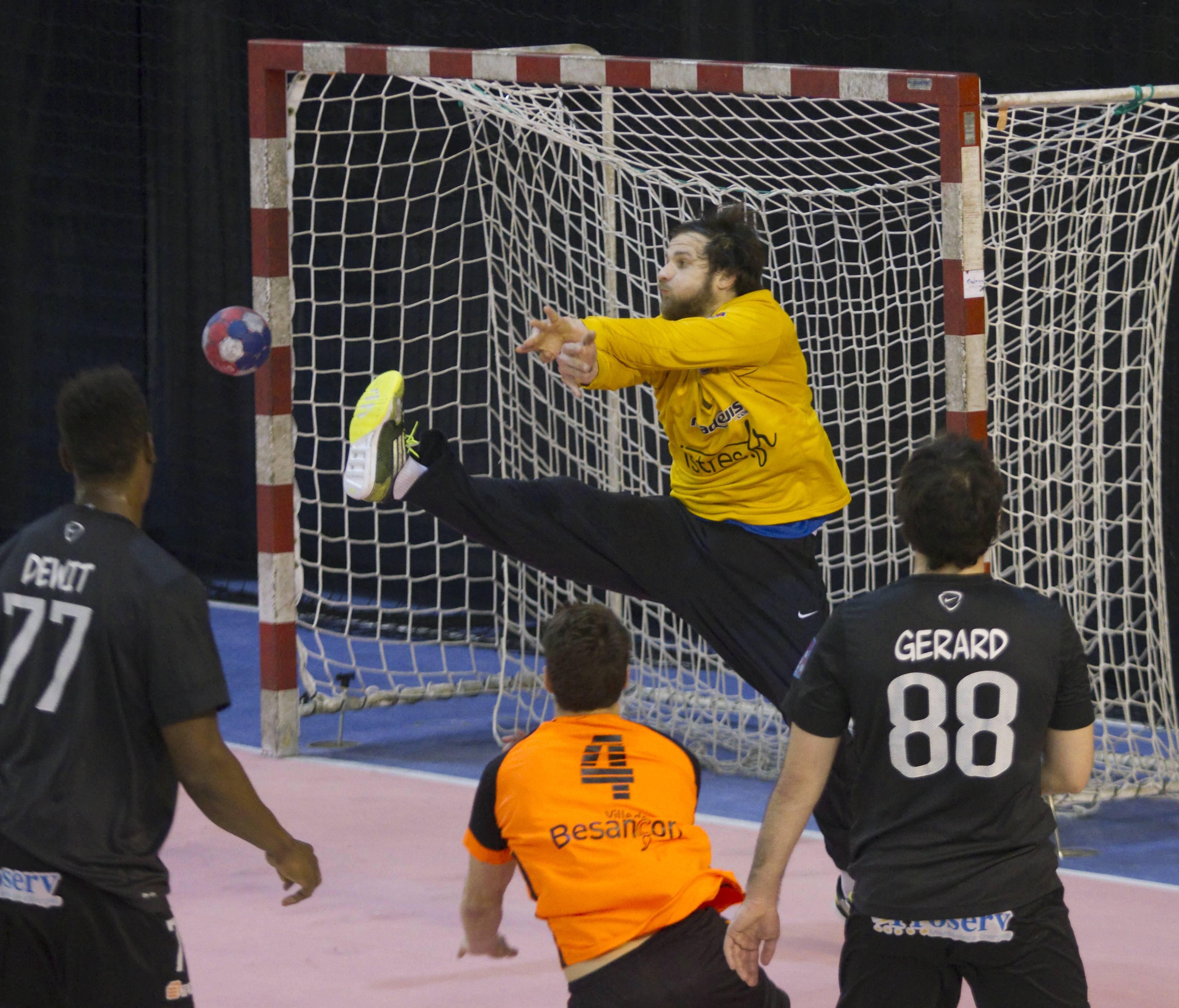 sports istres handball istres s 39 est fait peur. Black Bedroom Furniture Sets. Home Design Ideas