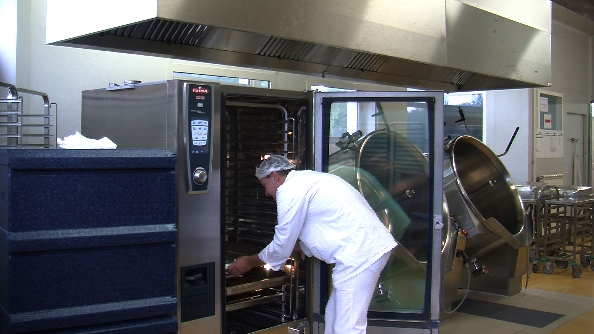 Vie des communes martigues la cuisine for Cuisine centrale