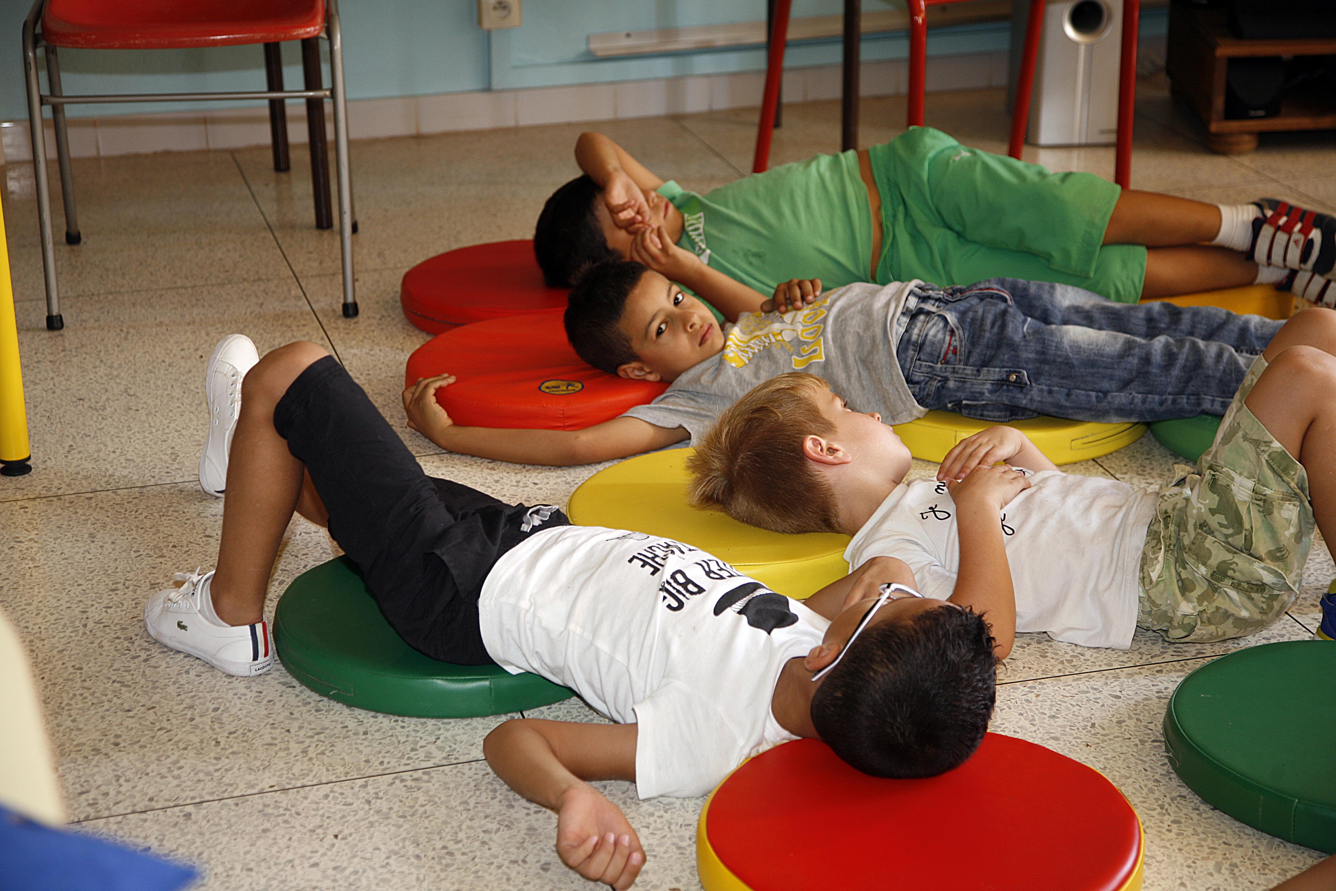 gilets jaunes 13 contre la r forme des rythmes scolaires juillet 2015. Black Bedroom Furniture Sets. Home Design Ideas