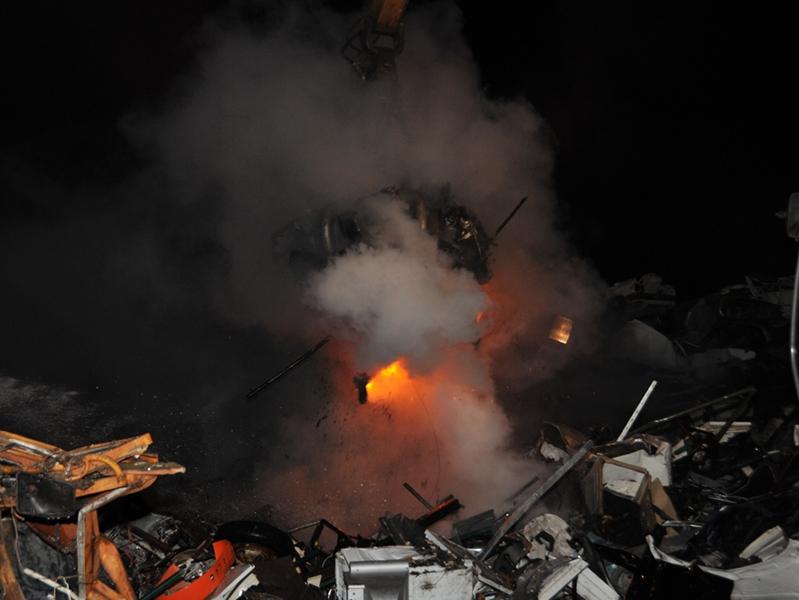faits divers vitrolles incendie d 39 une casse automobile hier soir vitrolles. Black Bedroom Furniture Sets. Home Design Ideas