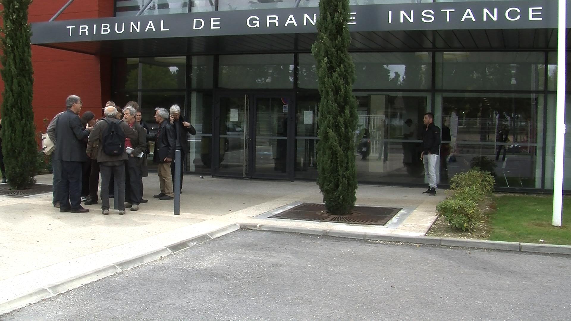 Justice aix en provence les roms de for Tribunal d instance salon de provence